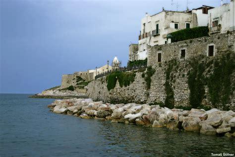 terrazza sul mare vieste villaggi sul mare a vieste nel gargano in puglia con