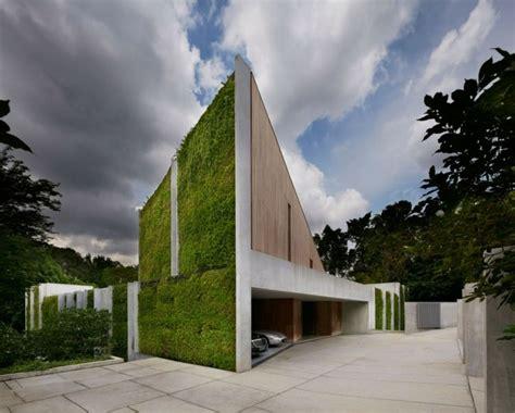 Haus Aus Holz, Beton Und Pflanzen