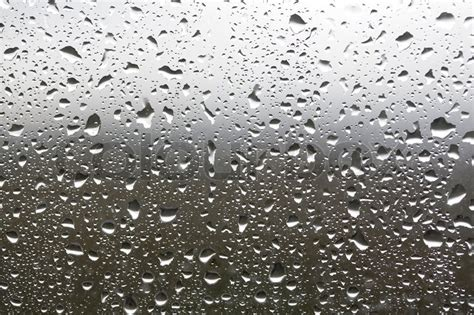 Wasser Kondensiert Am Fenster by Regen F 228 Llt In Einem Fenster Stockfoto Colourbox