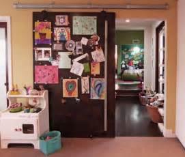 displaying kids artwork in kids bedroom door ideas