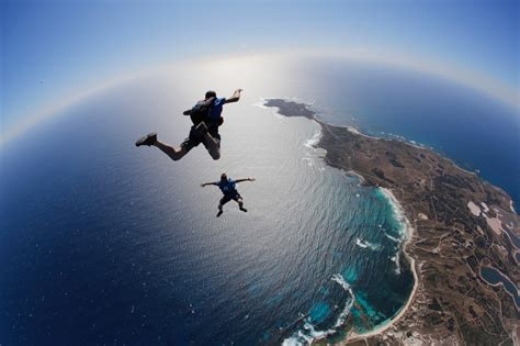 sky dive what you need to about skydiving on rottnest island