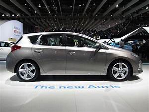 2013 Toyota Auris ii – pictures, information and specs