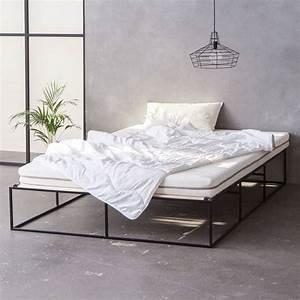 Bett Industrial Design : schwarzes metallbett schwarzes stahlbett back metal bed minimalistisch minimalist ~ Sanjose-hotels-ca.com Haus und Dekorationen