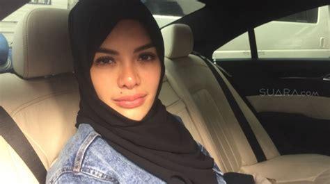 Lepas Hijab Selebriti Cantik Ini Panen Kritikan Netizen