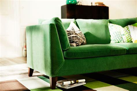 canapé velours vert repérage déco l 39 atelier azimuté
