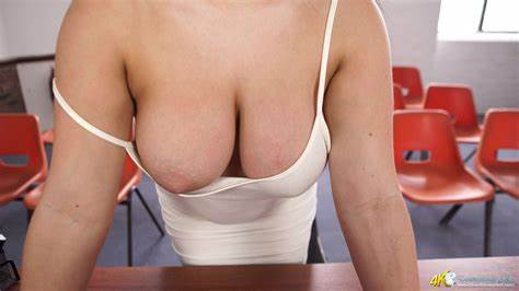 Flawless Hole Cleavage Photo Gallery Roxxi Great Downblouse Bare