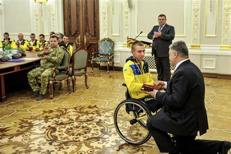 Порошенко нагородив українську збірну, яка повернулася із