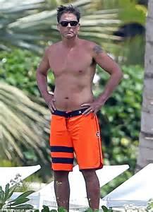 rob lowe shows   toned torso   dons shorts
