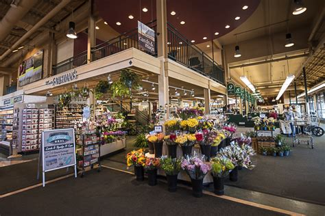 There are three chic dogwood coffee shops in minneapolis, all decked out with tons of booths and small tables that are great for meetings. Lunds & Byerlys Uptown Minneapolis