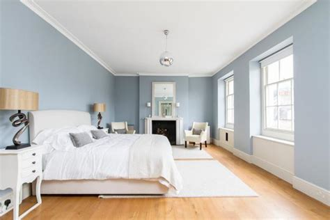 schlafzimmer blau beige matching interior design colors floor finish ceiling and wall paint colors