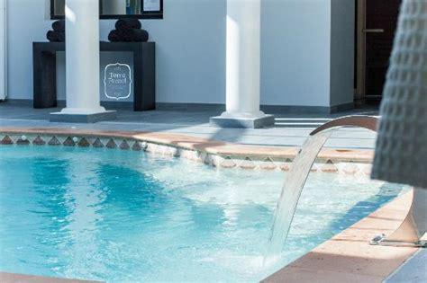spa bleu de toulouse par terre de pastel photo de spa