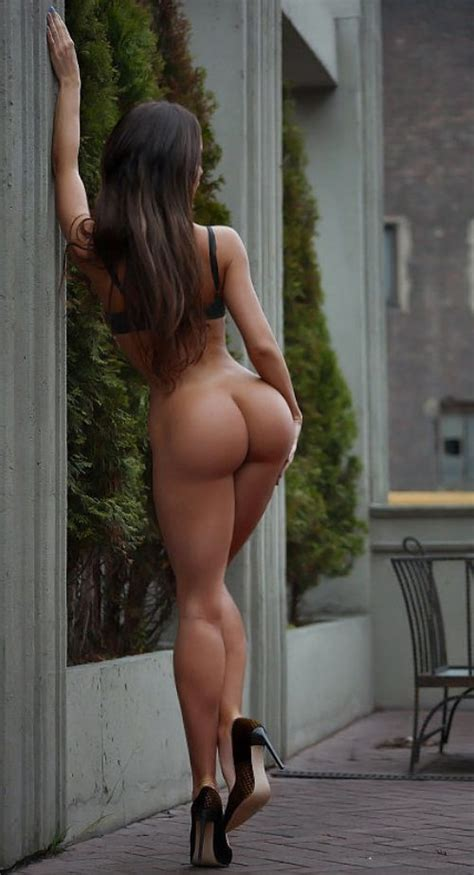 Nude Woman With A Perfectly Round Butt And Toned Legs Squathub