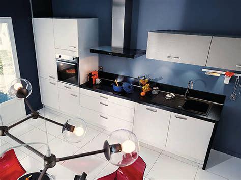 cuisine grise plan de travail noir noir et blanc habillent la cuisine décoration