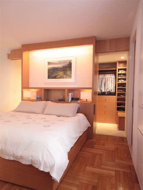 kleiderschrank mit bett wohnideen schlafzimmer den platz hinterm bett verwerten