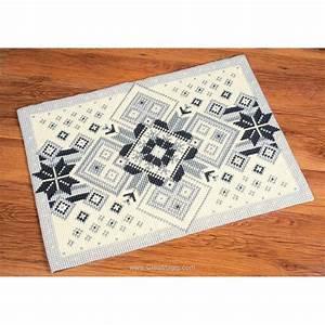 Canevas Pour Tapis : kit tapis canevas au point de croix g om trie noir et blanc chez vervaco ~ Farleysfitness.com Idées de Décoration