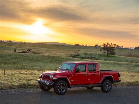 2020 Jeep Gladiator Vs Toyota Tacoma by 2020 Jeep Gladiator Vs 2019 Toyota Tacoma Which Is Best