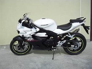 Hyosung Gt 125 : hyosung hyosung gt 125 r supersport moto zombdrive com ~ Medecine-chirurgie-esthetiques.com Avis de Voitures