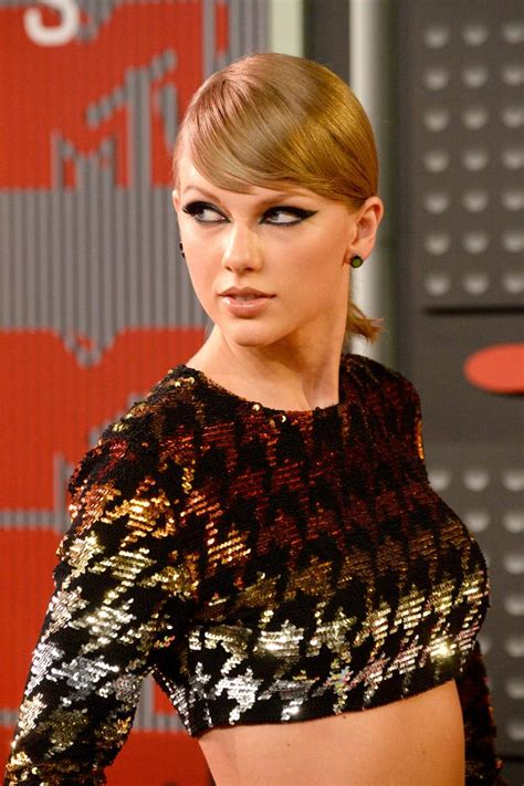 Taylor Swift 'Wildest Dreams' Video Premieres At The 2015 ...