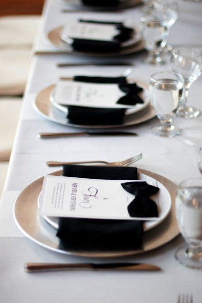black and white dinner table setting inspiration mariage de printemps en noir et blanc
