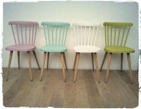 relooker chaise en bois les 25 meilleures idées concernant repeindre les meubles en bois sur repeindre les