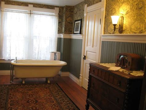 Country Wainscoting Ideas by 3 Great Paint Ideas For Wainscoting In A Bathroom