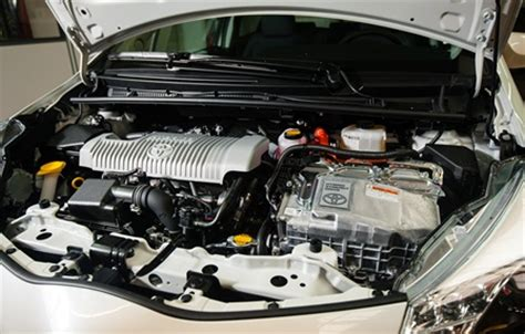 auto innovations toyota yaris hybride entree reussie du