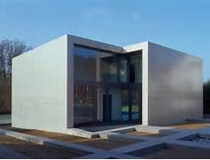 Contemporary Minimalist House In Concrete Cube Frame Findling Modern Home Minimalist Modern Home Minimalist Minimalist Home The Edge House A Compact 5 Suite Ultra Modern Villa Design In Only Rossington Architecture Modern House Design Modern Houses House Design