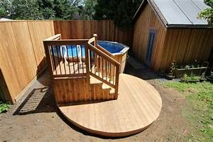Deck De Piscine Hors Terre Avec Une Petite Terrasse