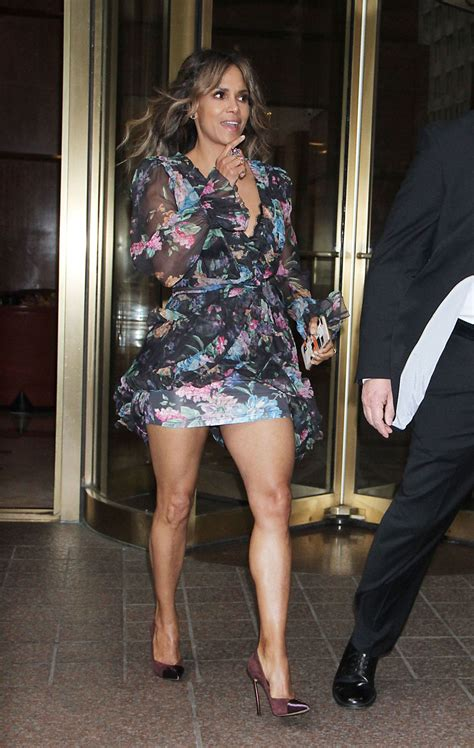 halle berry leaving  hotel   york