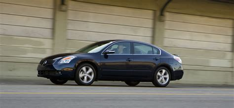 nissan altima sedan hd pictures  carsinvasioncom