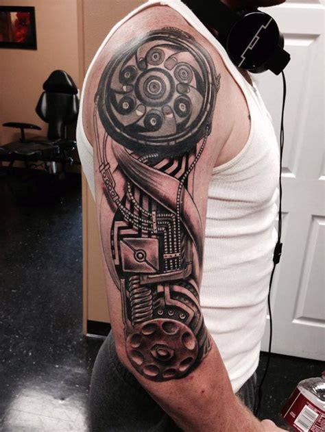 oberarm mann mann mit oberarm mit maschinenteilen tattoos f 252 r