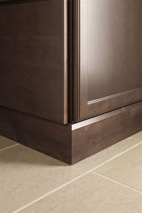 shaker baseboard moulding diamond cabinetry
