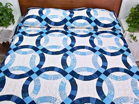 navy blue and wedding ring quilt