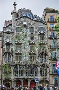 Casa Batlló, front facade - Picture of Casa Batllo ...