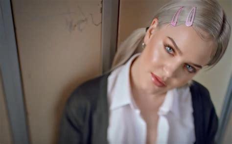 """Anne-marie Lança Clipe Do Single """"2002"""" Com Homenagens à"""
