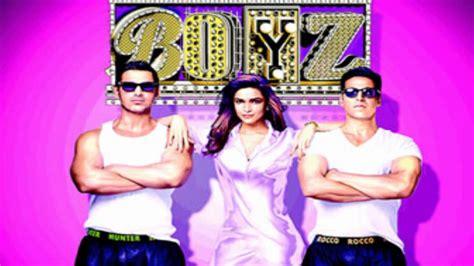 Jhak Maar Ke- Desi Boyz Lyrics*full Song* Ft. Akshay Kumar
