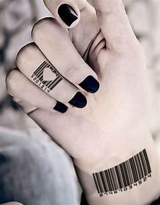 Tatouage Sur Le Doigt : tatouage doigt original des tatouages jusqu au bout des doigts elle ~ Melissatoandfro.com Idées de Décoration