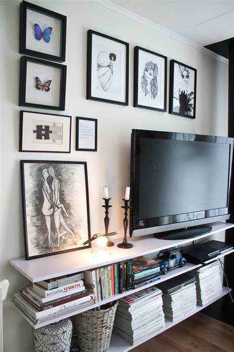 ayuda  decorar la zona del televisor
