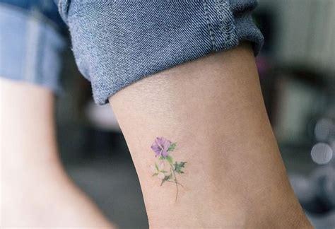 Tatouage Fleur Poignet Femme