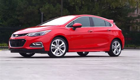 2017 Cruze Review by 2017 Chevy Cruze Review Hints At Hatchback Comeback In