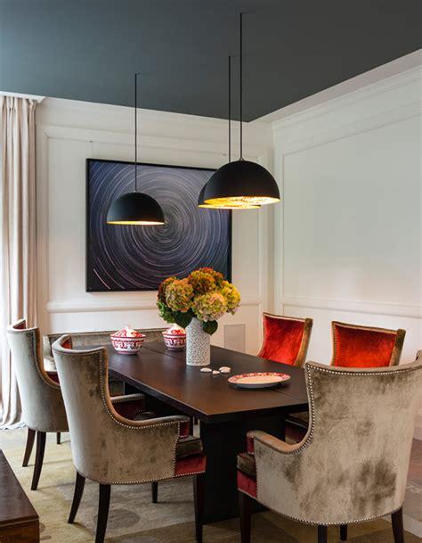 astuce pour peindre un plafond un plafond bleu fonc 233 pour une salle 224 manger 233 l 233 gante un plafond en couleur pour r 233 veiller