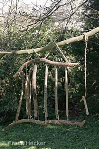 Basteln Mit ästen Aus Dem Wald : kinder basteln klangspiel aus sten fertiges klangspiel h ngt im garten an einem baum kid s ~ Buech-reservation.com Haus und Dekorationen