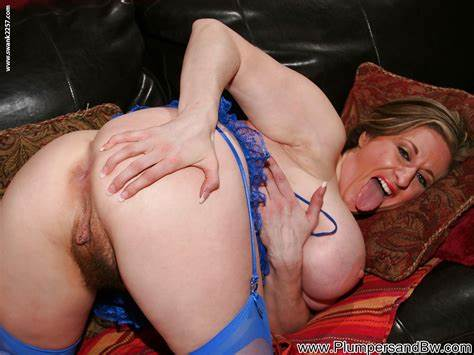 Heavy Woman Spreads Her Assfuck Starring Kirsten Lee