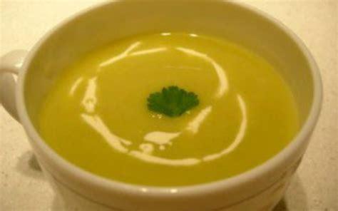 cuisine poireau recette soupe de poireau pas chère et facile gt cuisine