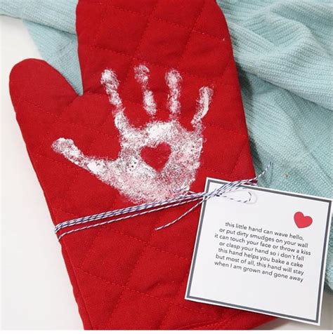 childs handprint   oven mitt  poem mothers day