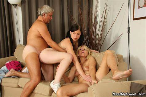 Salacious Sister Likes Show In Uncensored meetmysweet