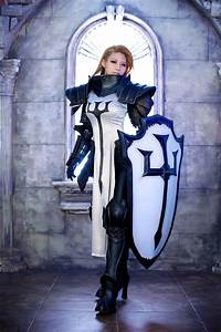 Amazing Diablo III Crusader Cosplay from Tasha – AiPT!