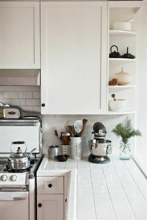vers blanc dans la cuisine comment choisir la crédence de cuisine idées en 50 photos