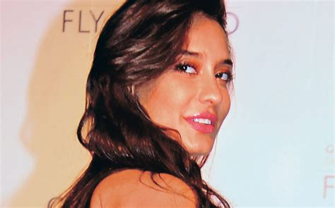 lisa haydon  groom indias  top model  television