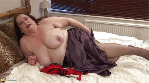 Debbie X In Chubby Mature Lady Masturbating Right On Her